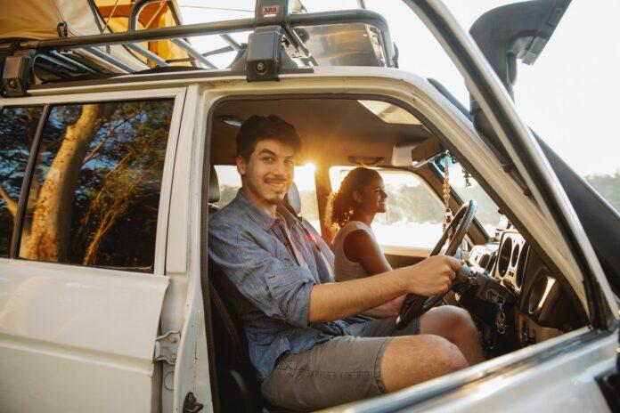 Roadtrip couple van